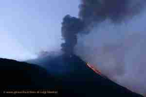mount etna eruption lava flow tour